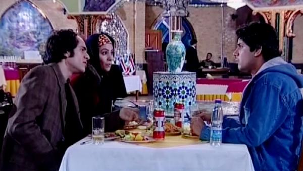 بیتا بادران در صحنه سریال تلویزیونی روشناییهای شهر به همراه بابک حمیدیان