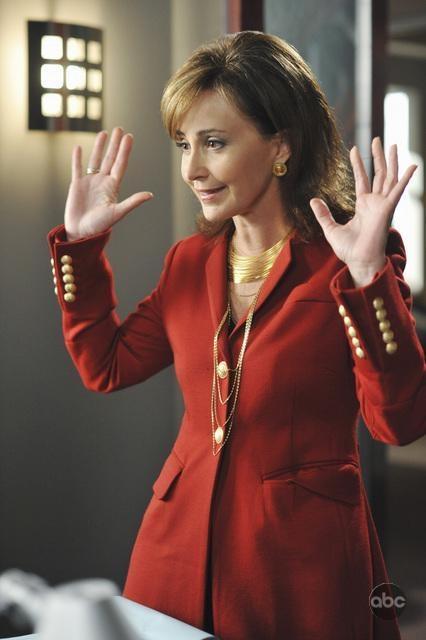 آنی پاتس در صحنه سریال تلویزیونی قانون بوستون