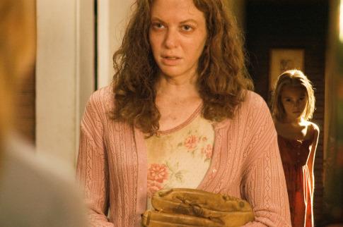 Andrea Frankle در صحنه فیلم سینمایی برداشت به همراه آناسوفیا راب