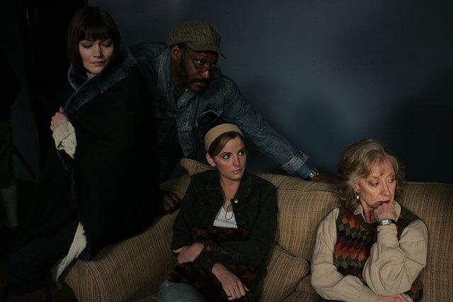 Annika Peterson در صحنه فیلم سینمایی مردی از زمین به همراه Alexis Thorpe، Ellen Crawford و Tony Todd