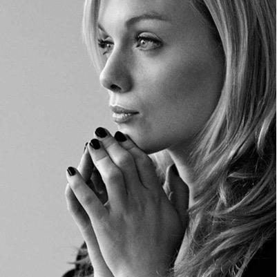 Christina Cole در صحنه فیلم سینمایی کازینو رویال