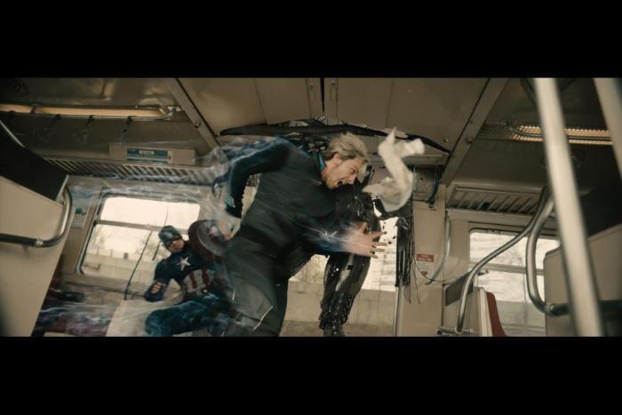 آرون تیلور جانسون در صحنه فیلم سینمایی Avengers: Age of Ultron به همراه کریس ایوانز