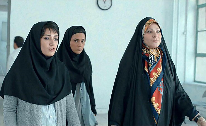 هدی زین العابدین در صحنه فیلم سینمایی عرق سرد به همراه باران کوثری و سحر دولتشاهی