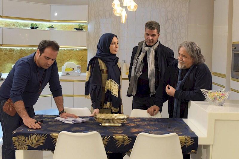 علیرضا امینی در پشت صحنه سریال تلویزیونی تعطیلات رویایی به همراه محمدرضا شریفینیا و افسانه بایگان
