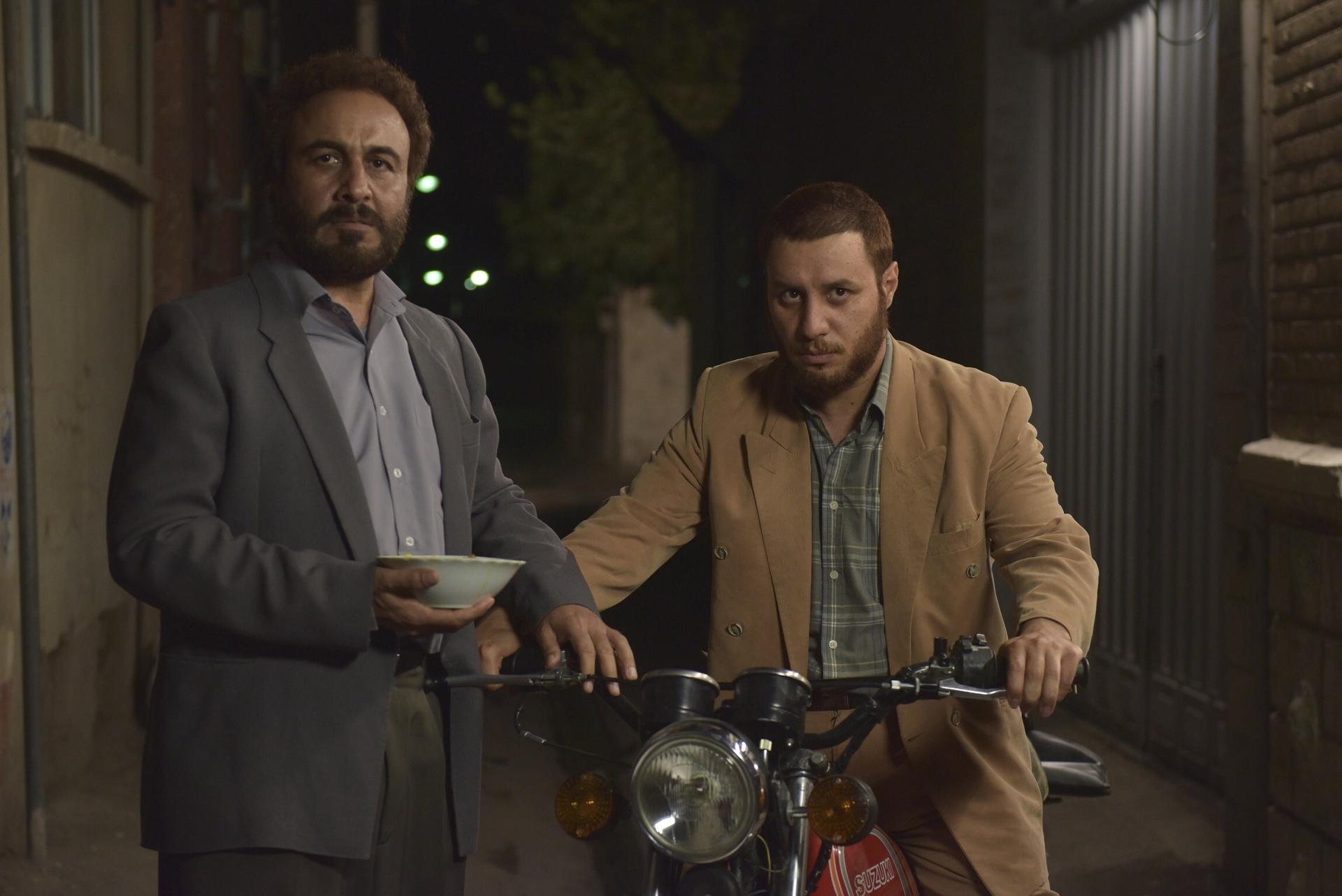 رضا عطاران و جواد عزتی در فیلم سینمایی هزار پا