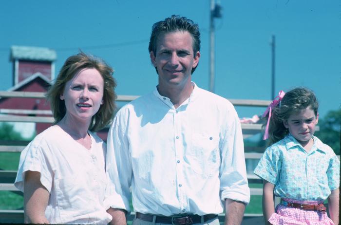 Gaby Hoffmann در صحنه فیلم سینمایی مزرعه رویاها به همراه کوین کاستنر و Amy Madigan