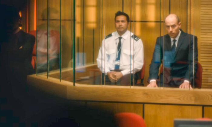 Kumud Pant در صحنه سریال تلویزیونی برودچرچ به همراه Matthew Gravelle