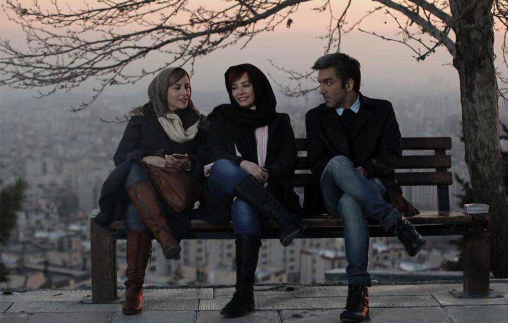 مهراوه شریفی نیا و آتوسا راستی در فیلم سینمایی پرسه در حوالی من
