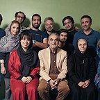 تصویری از افشین اخلاقی، بازیگر سینما و تلویزیون در پشت صحنه یکی از آثارش به همراه امید زندگانی و همایون ارشادی