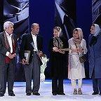 تصویری از ژاله علو، بازیگر سینما و تلویزیون در حال بازیگری سر صحنه یکی از آثارش به همراه علی نصیریان