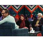 تصویری از جمشید مشایخی، بازیگر و مهمان سینما و تلویزیون در حال بازیگری سر صحنه یکی از آثارش به همراه رامبد جوان