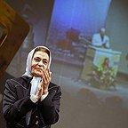 تصویری از ژاله علو، بازیگر سینما و تلویزیون در حال بازیگری سر صحنه یکی از آثارش