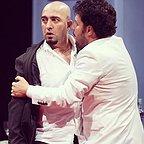 تصویری از مجید صالحی، بازیگر و کارگردان سینما و تلویزیون در حال بازیگری سر صحنه یکی از آثارش