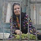 تصویری از مینا جعفرزاده، بازیگر سینما و تلویزیون در حال بازیگری سر صحنه یکی از آثارش