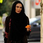 تصویری از مینا وحید، بازیگر سینما و تلویزیون در حال بازیگری سر صحنه یکی از آثارش