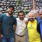 بابک حمیدیان در پشت صحنه سریال تلویزیونی تنهایی لیلا به همراه سید علی صالحی، سام قریبیان و حسن پورشیرازی