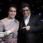 تصویری از رضا رشیدپور، بازیگر و مجری سینما و تلویزیون در پشت صحنه یکی از آثارش