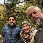 تصویری از پریسا مقتدی، بازیگر سینما و تلویزیون در پشت صحنه یکی از آثارش به همراه کاظم سیاحی