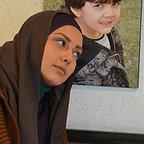 تصویری از صدف طاهریان، بازیگر سینما و تلویزیون در حال بازیگری سر صحنه یکی از آثارش
