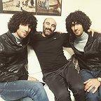 تصویری از مجتبی بلال حبشی، بازیگر سینما و تلویزیون در پشت صحنه یکی از آثارش به همراه مصطفی بلال حبشی و محسن تنابنده