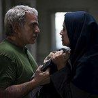 تصویری از سوگل خلیق، بازیگر سینما و تلویزیون در حال بازیگری سر صحنه یکی از آثارش