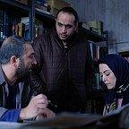 تصویری از مصطفی سلطانی، مجری طرح و مدیر تولید سینما و تلویزیون در حال بازیگری سر صحنه یکی از آثارش