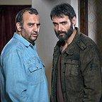 تصویری از علیرضا استادی، بازیگر سینما و تلویزیون در پشت صحنه یکی از آثارش