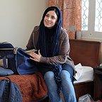 تصویری از مریم مقدم، بازیگر و عکاس سینما و تلویزیون در حال بازیگری سر صحنه یکی از آثارش