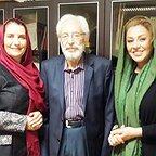 تصویری شخصی از جمشید مشایخی، بازیگر و مهمان سینما و تلویزیون به همراه فریبا کوثری و نسرین مقانلو