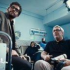 بابک حمیدیان در پشت صحنه فیلم سینمایی بادیگارد به همراه ابراهیم حاتمیکیا