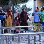 تصویری از شیرین صفری، بازیگر سینما و تلویزیون در حال بازیگری سر صحنه یکی از آثارش