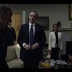 سریال تلویزیونی خانه پوشالی با حضور Sakina Jaffrey، Dan Ziskie و Michel Gill