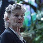 فیلم سینمایی خانه دوشیزه پرگرین برای بچه های عجیب با حضور جودی دنچ