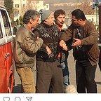 تصویری از رضا ریاحی، بازیگر سینما و تلویزیون در حال بازیگری سر صحنه یکی از آثارش