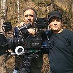 تصویری از مهران کرمی، تدوینگر و صداگذاری سینما و تلویزیون در حال بازیگری سر صحنه یکی از آثارش