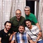 تصویری از بهنام صبوحی، آهنگ ساز و بازیگر سینما و تلویزیون در حال بازیگری سر صحنه یکی از آثارش