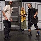 تصویری از راد پورجبار، بازیگر سینما و تلویزیون در حال بازیگری سر صحنه یکی از آثارش