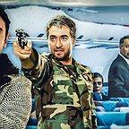 تصویری از حمیدرضا  عطایی، بازیگر سینما و تلویزیون در حال بازیگری سر صحنه یکی از آثارش