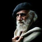 تصویری از کاظم وفادار شوشتری، بازیگر سینما و تلویزیون در حال بازیگری سر صحنه یکی از آثارش