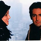 تصویری از سوگل خسروی، بازیگر سینما و تلویزیون در حال بازیگری سر صحنه یکی از آثارش