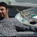 تصویری از مهدی ذوذهب، بازیگر سینما و تلویزیون در حال بازیگری سر صحنه یکی از آثارش