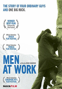 کارگران مشغول کارند