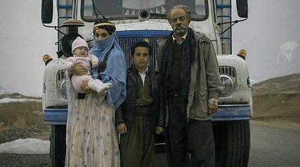 کامیونی که «نیکی کریمی» هُل میدهد