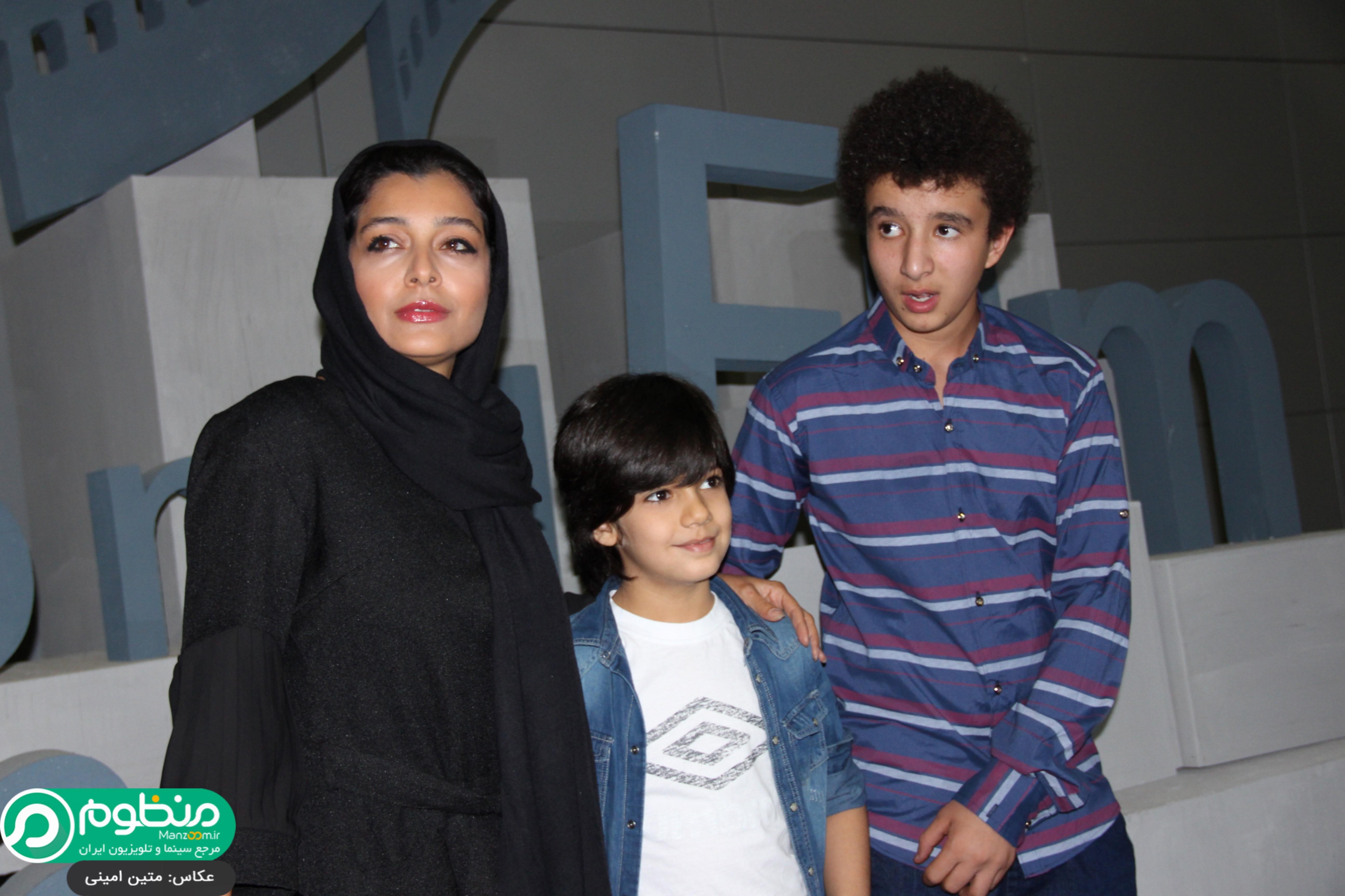 ساره بیات و بازیگران نوجوان فیلم در افتتاحیه فیلم 21 روز بعد