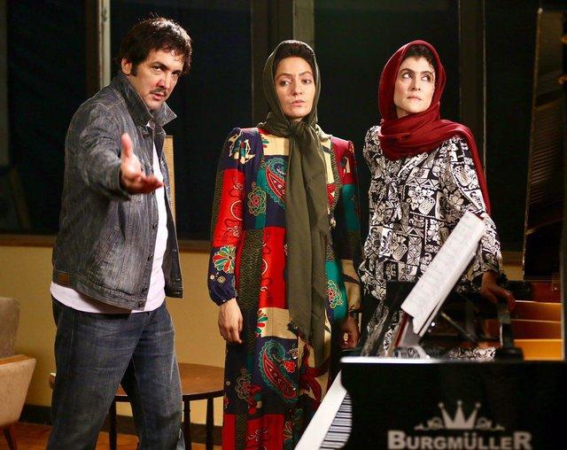 ویشکا آسایش مهناز افشار و حسام نواب صفوی در صحنه از فیلم «نهنگ عنبر 2: سلکشن رویا»