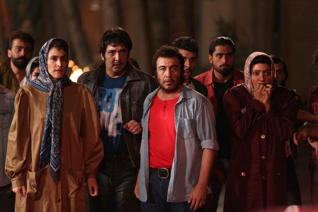 مهناز افشار، رضا عطاران، حسام نوابصفوی و ویشکا آسایش در صحنهای از فیلم «نهنگ عنبر 2: سلکشن رویا»