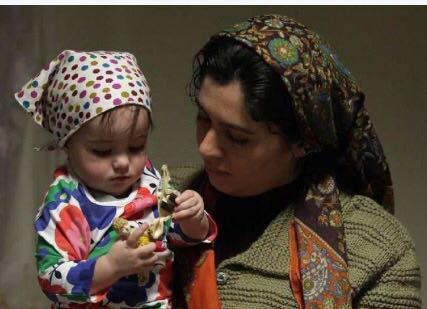 «ژیلا شاهی» و «آرنیکا نیکزاد» در فیلم «پرسه در حوالی من»