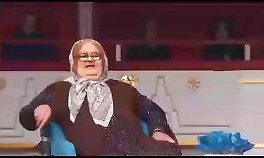 حضور جذاب و جالب اکبر عبدی در نقش خاله اش!!